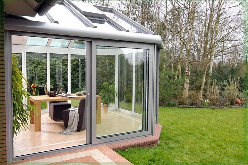 Скління тераси розсувними конструкціями